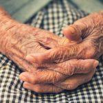 """5 asiaa, joita ihminen katuu eniten kuolinvuoteellaan: """"Ei ollut rohkeutta elää omaa elämää"""""""