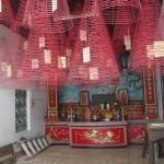 Suitsukkeita temppelissä Hoi Anissa