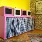 Rikkinäinen tv-taso lastenhuoneen väripilkuksi