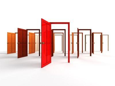 Jokainen sisällämme oleva seinä on myös mahdollisuus.  Niissä on ovi jonka kautta löydämme lähemmäs itseämme.