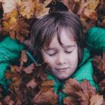 Levoton lapsi rauhoittuu luonnossa – Metsäretkeltä koko perhe saa mukaansa mustikat, kantarellit ja hyvät yöunet