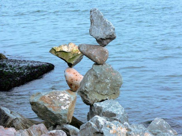 stressi balanced-rocks-3