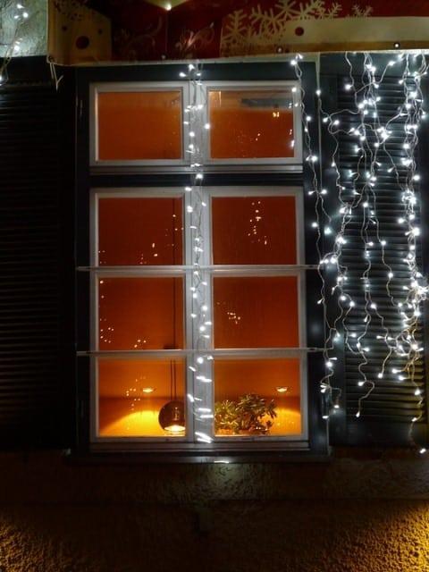 anna-valosi-loistaa-ikkuna