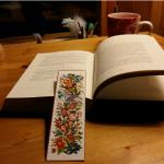 Kirjojen kiehtova maailma vie mummoa mukanaan