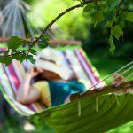 """7 tapaa rentoutua täydellisesti riippumatossa – """"Kuvittele, että olet elämän turvallisessa syleilyssä"""""""