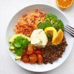 Kvinoakulho on herkullinen lounasvaihtoehto, joka ilahduttaa kaikkia aistejasi