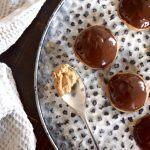Pähkinäiset suklaasuukkokeksit ovat terveellisiä kahvipöydän herkkuja