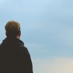 """""""Yksinäisyys on kuin huuto tyhjyyteen"""" – 11 viestiä yksinäiseltä yksinäisille"""