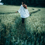 """""""Kulje omaa polkuasi, vaikka muut eivät ymmärrä"""" – 10 voimauttavaa runoa"""