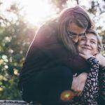 10 hyvää syytä halata pitkään ja hartaasti – Halaus tekee onnelliseksi ja auttaa onnistumaan