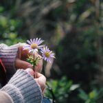 Tunnetko sinäkin helposti toisten tunteita? Kannatko mukanasi muiden murheita? – 3 voimarunoa sinulle herkkä ja empaattinen