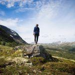 """5 ajatusta, jotka rohkaisevat ja antavat voimaa elämän myllerryksiin – """"Maa allasi kantaa"""""""