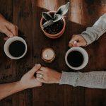 4 parisuhdetekoa, joita kannattaa tehdä joka päivä – Vahva suhde rakennetaan arjessa, ei treffeillä tai rakkauslomilla