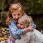 Näin saat lapsen ymmärtämään, että hän on hyvä ja oikeanlainen – 4 supertärkeää tunnetaitoa kaikenikäisille