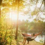 5 jännittävää paikkaa lemmenleikkeihin ulkona – Oletteko jo pujahtaneet metsään yhdessä?