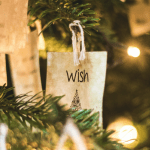 Surukin saa olla läsnä tänä jouluna – kannattelethan itseäsi myötätunnolla