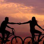 Pelkäätkö, että suhteesi loppuvat, jos et anna huomiotasi jatkuvasti muille?