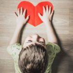 Erityisherkkä lapsi kaipaa omaa tilaa – miten luotsata herkkistä kovassa maailmassa?