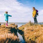 Elämä pelottaa lasta ja aikuista – päätä ei kannata silti pitää pensaassa